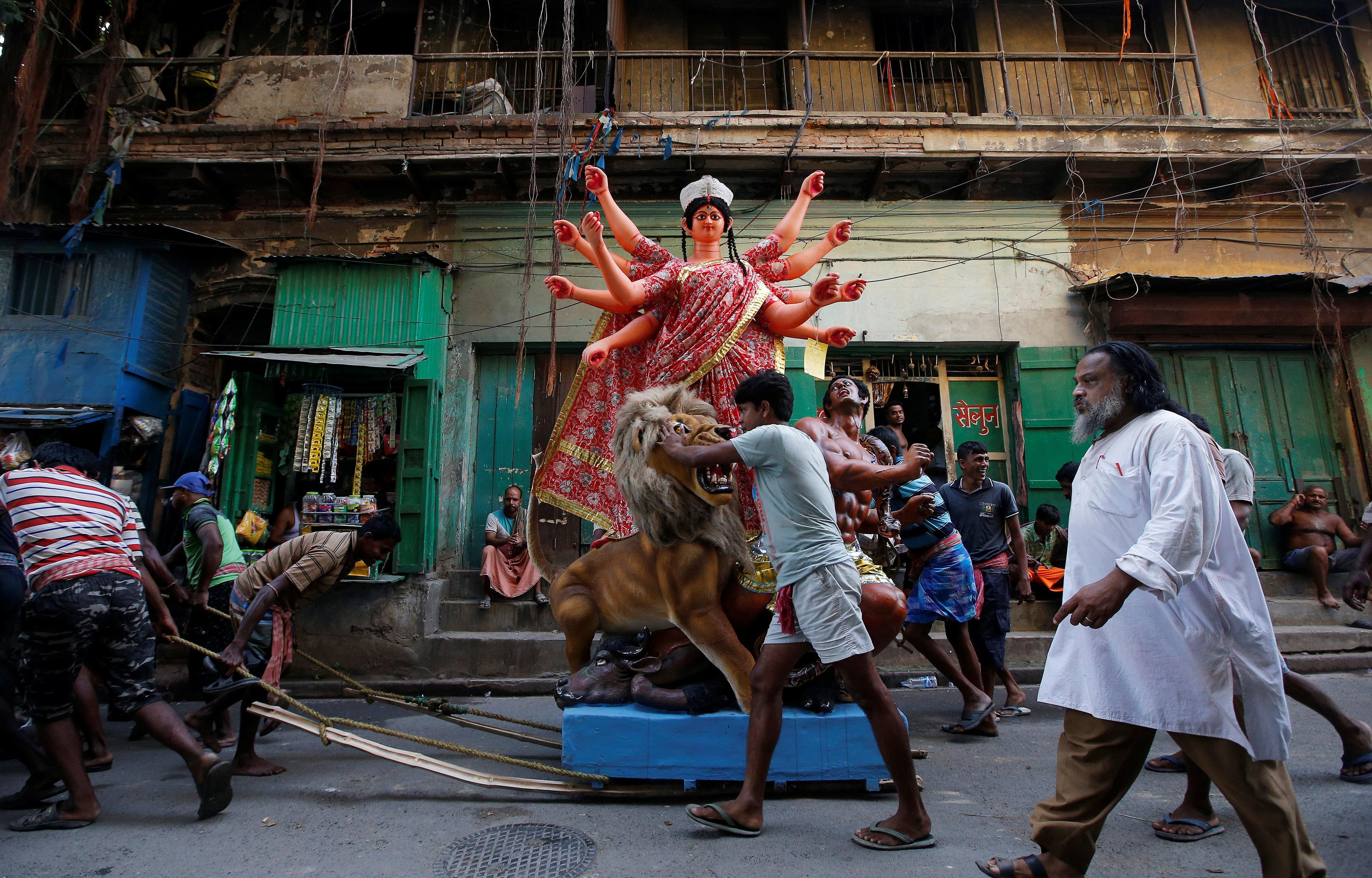 احتفالات الهندوس بيوم الماهالايا