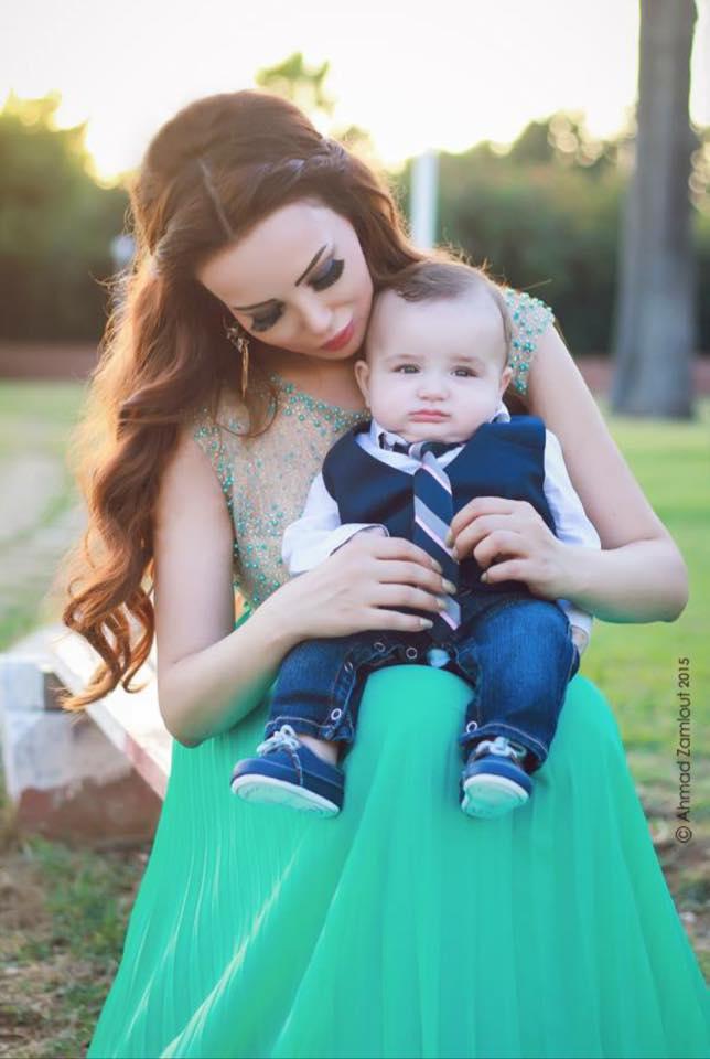 دينا هارون مع ابنها