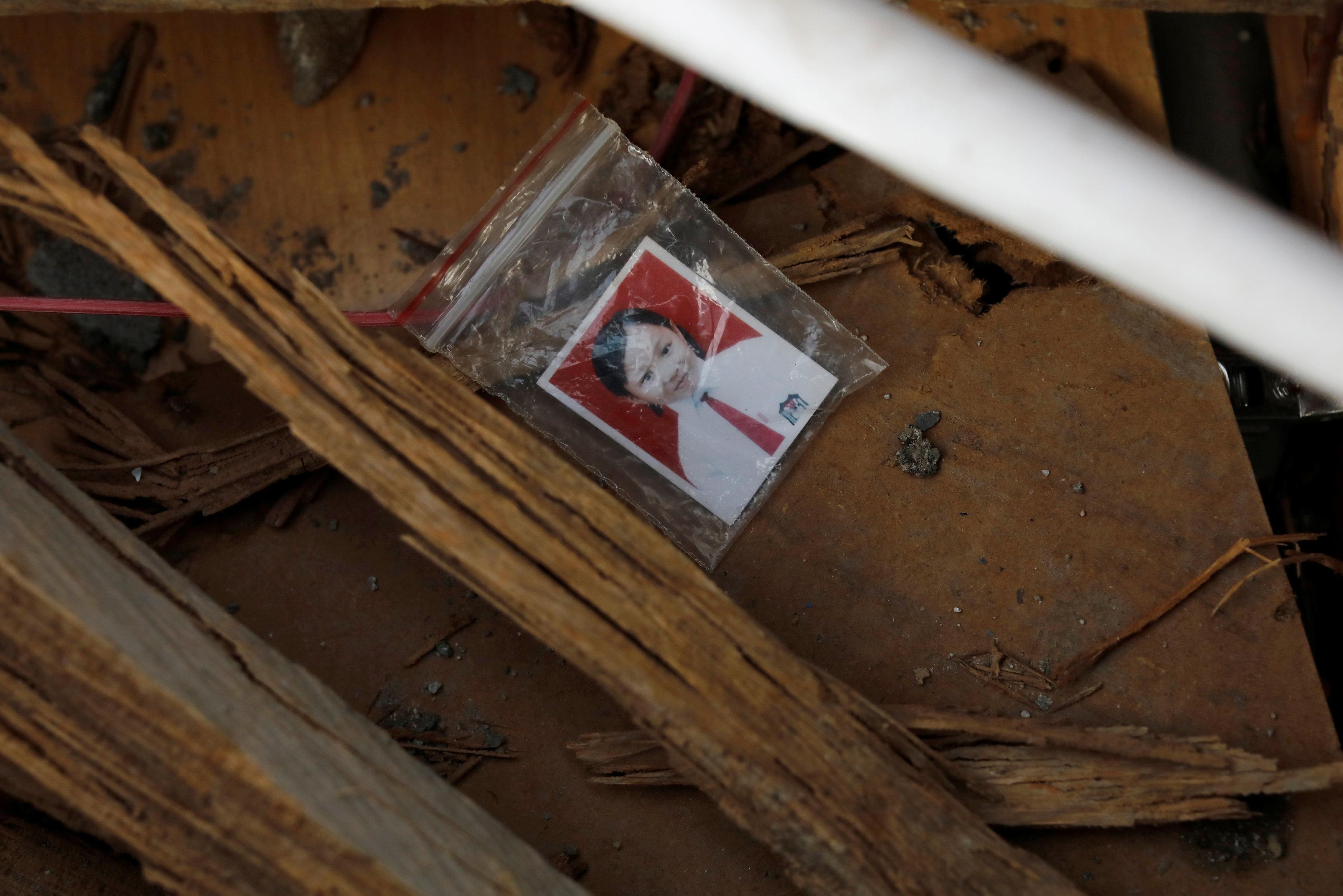 صورة لإحدى ضحايا الزلزال وتسونامى