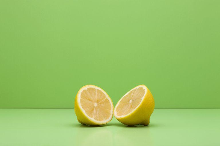 علاج الانفلونزا بتناول الليمون وفيتامين سى