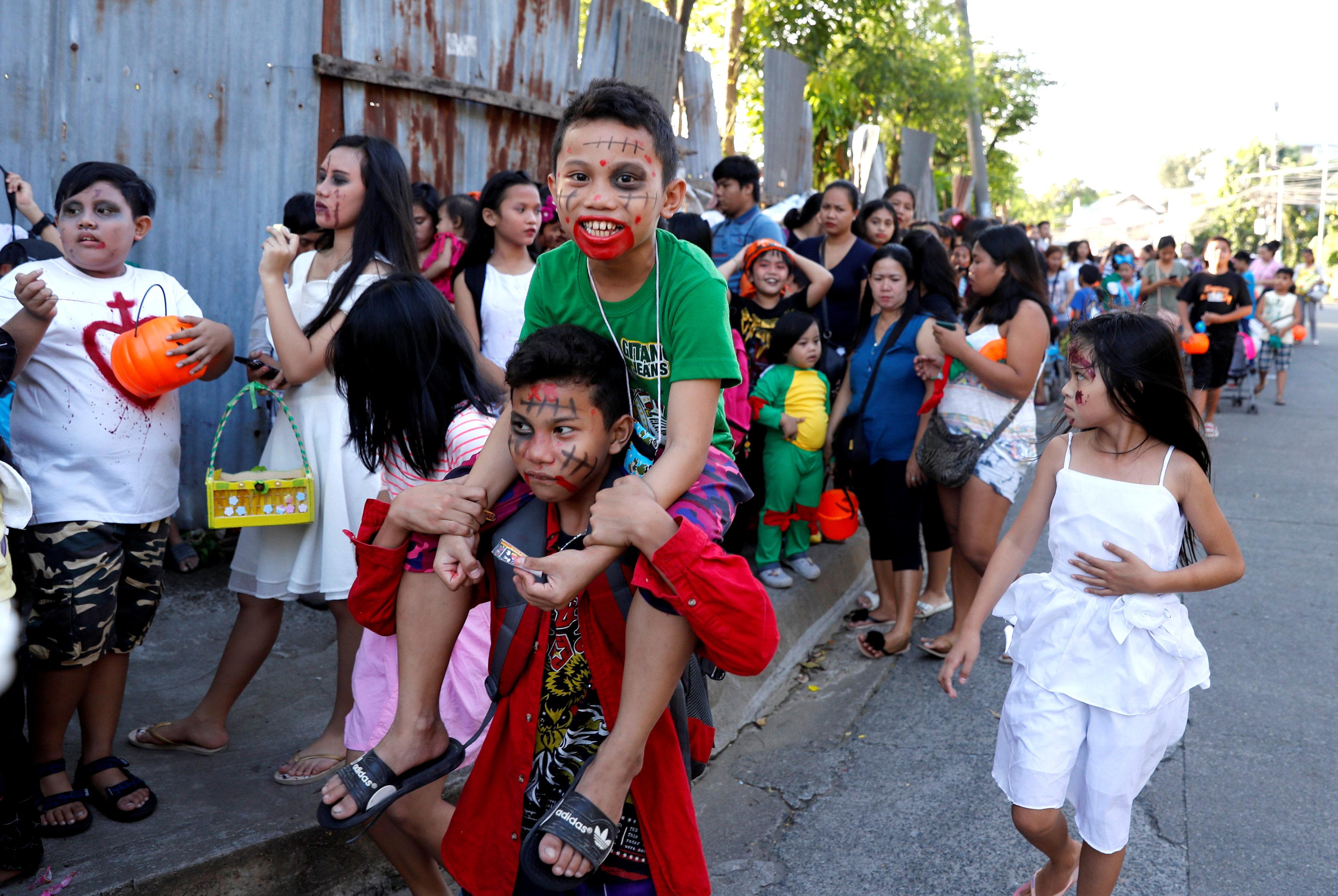 جانب من الاحتفالات فى الفلبين
