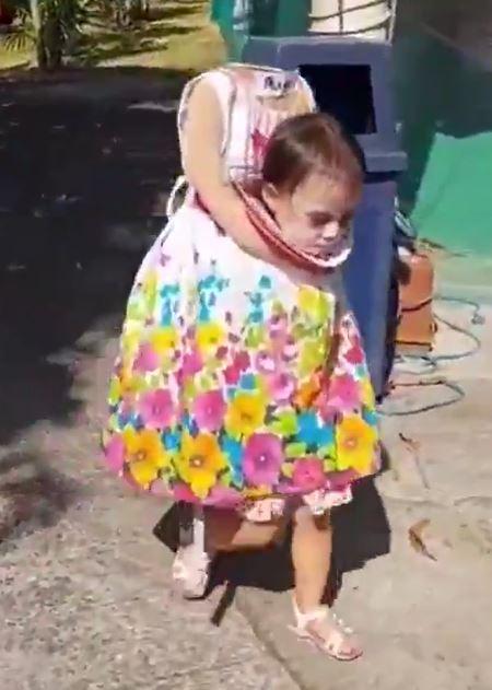 طفلة فليبينية فى زى الهالوين