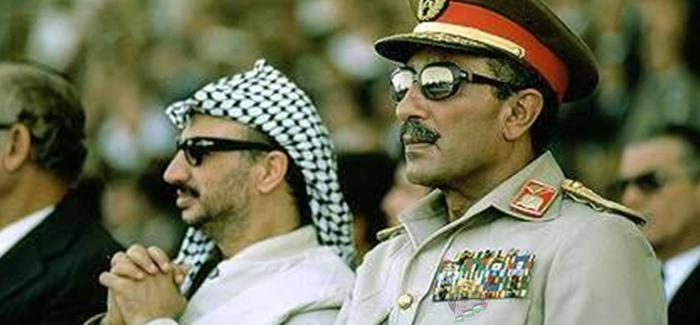 ياسر عرفات مع الرئيس الراحل السادات