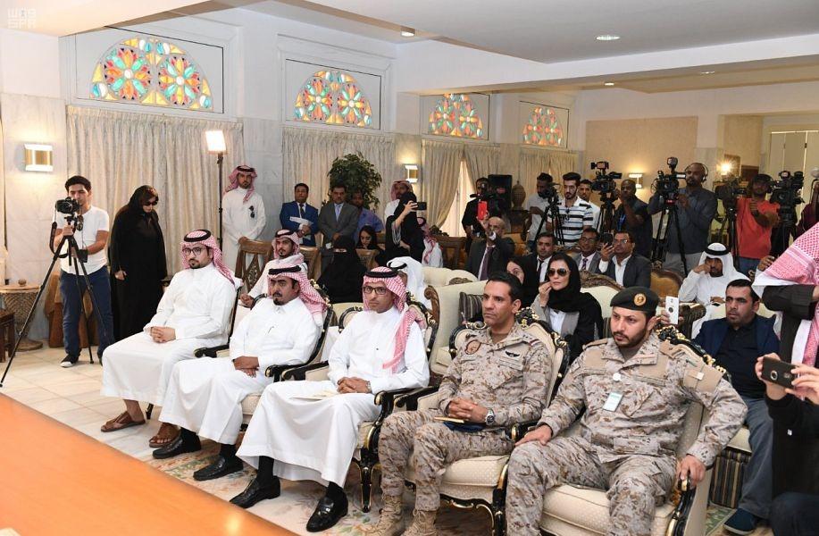 المتحدث باسم التحالف وعدد من القيادات خلال حضورها المؤتمر