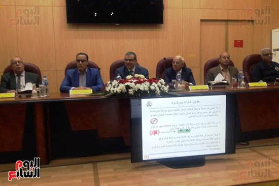 محمد-سعفان-وزير-القوى-العاملة-واللواء-عادل-الغضبان-محافظ-بورسعيد-(3)