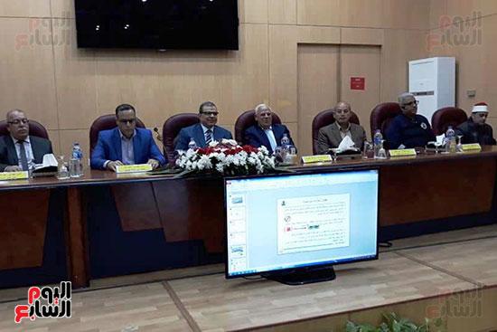 محمد-سعفان-وزير-القوى-العاملة-واللواء-عادل-الغضبان-محافظ-بورسعيد-(11)