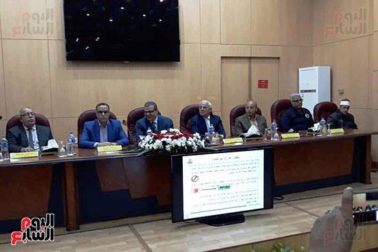 محمد-سعفان-وزير-القوى-العاملة-واللواء-عادل-الغضبان-محافظ-بورسعيد-(9)