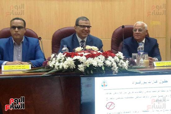 محمد-سعفان-وزير-القوى-العاملة-واللواء-عادل-الغضبان-محافظ-بورسعيد-(1)