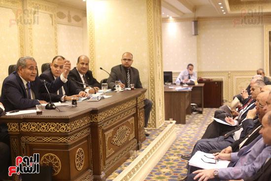 للجنة الاقتصادية بحضور وزير التضامن (11)