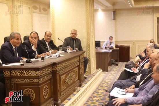 للجنة الاقتصادية بحضور وزير التضامن (12)