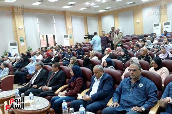محمد-سعفان-وزير-القوى-العاملة-واللواء-عادل-الغضبان-محافظ-بورسعيد-(10)