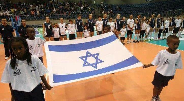 علم إسرائيل يرفرف فى ملاعب قطر