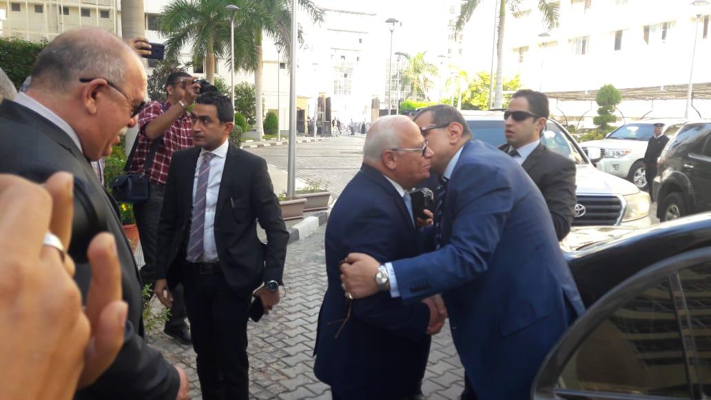 محافظ بورسعيد يستقبل وزير القوى العاملة بديوان عام المحافظة (3)