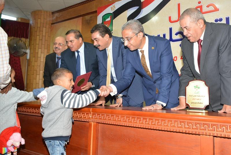 المحافظ يشهد حفل نادي قضاة مجلس الدولة لتكريم اسر الشهداء (13)