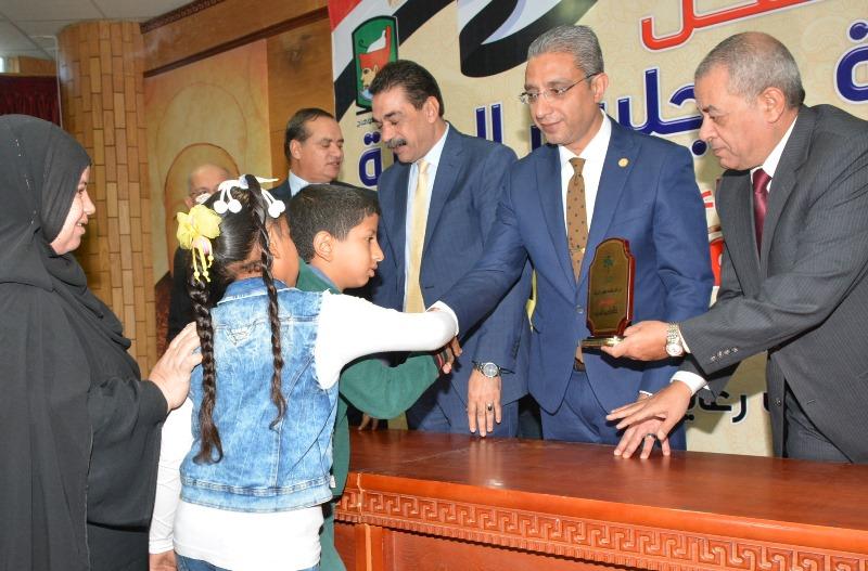 المحافظ يشهد حفل نادي قضاة مجلس الدولة لتكريم اسر الشهداء (6)
