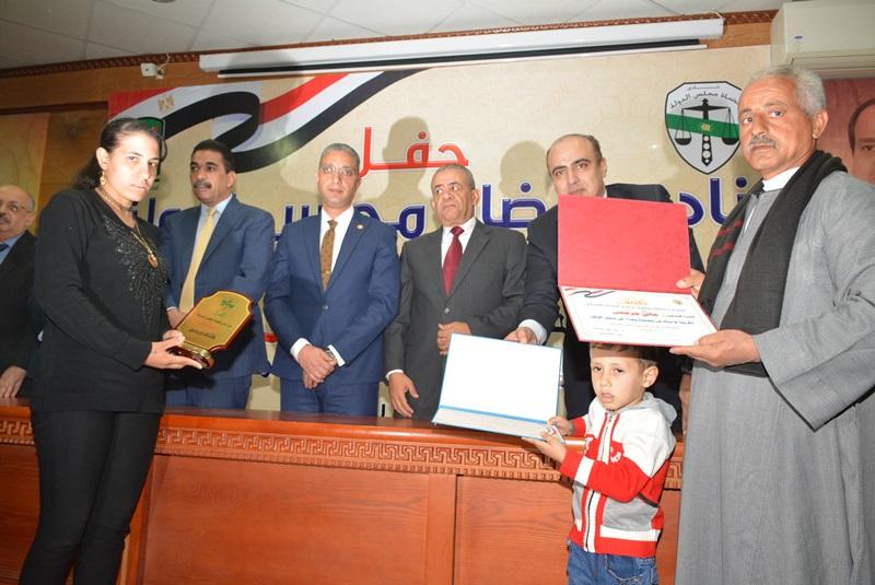 المحافظ يشهد حفل نادي قضاة مجلس الدولة لتكريم اسر الشهداء (11)