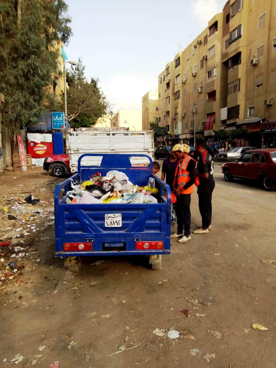 جامعو القمامة يتعهدون إمبابة وشبرا  (1)