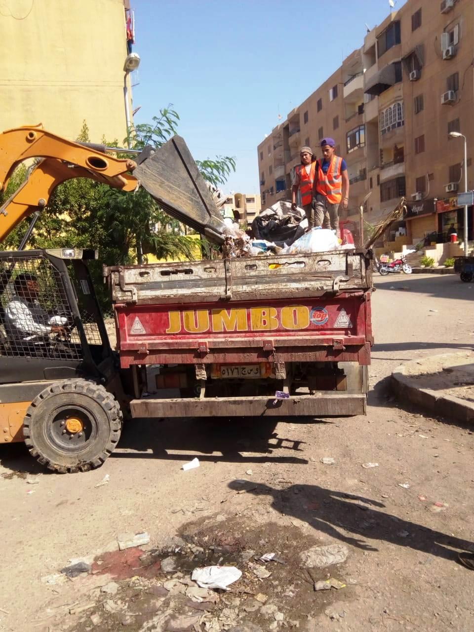 جامعو القمامة يتعهدون إمبابة وشبرا  (3)