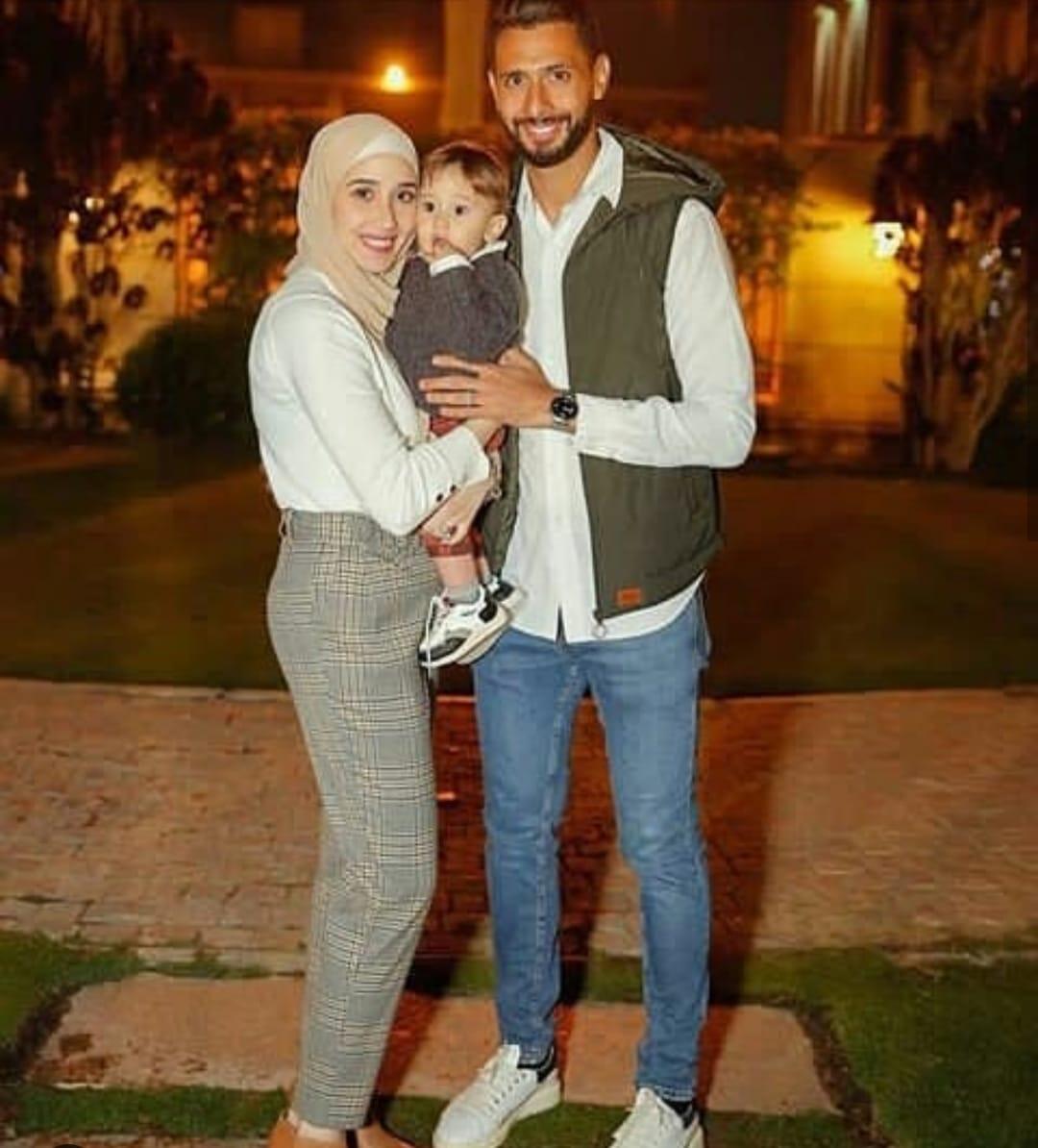 أحمد عادل و زوجته و أبنه