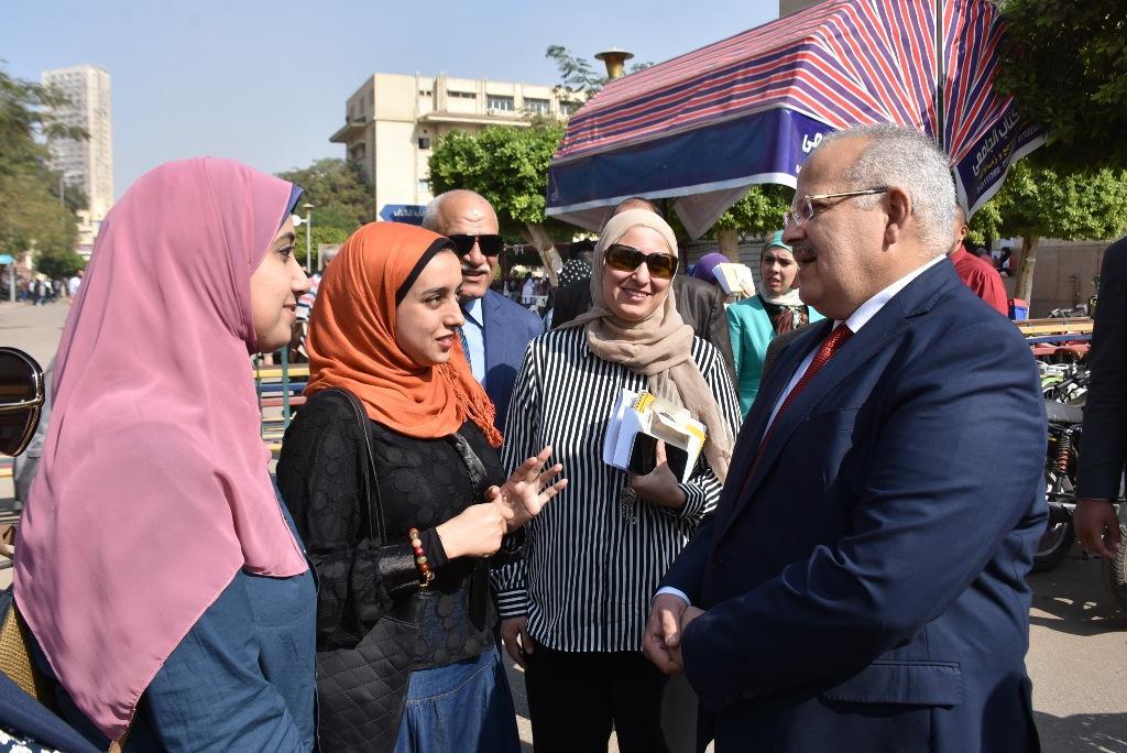 رئيس جامعة القاهرة يقوم بجولة بكلية الطب  (6)