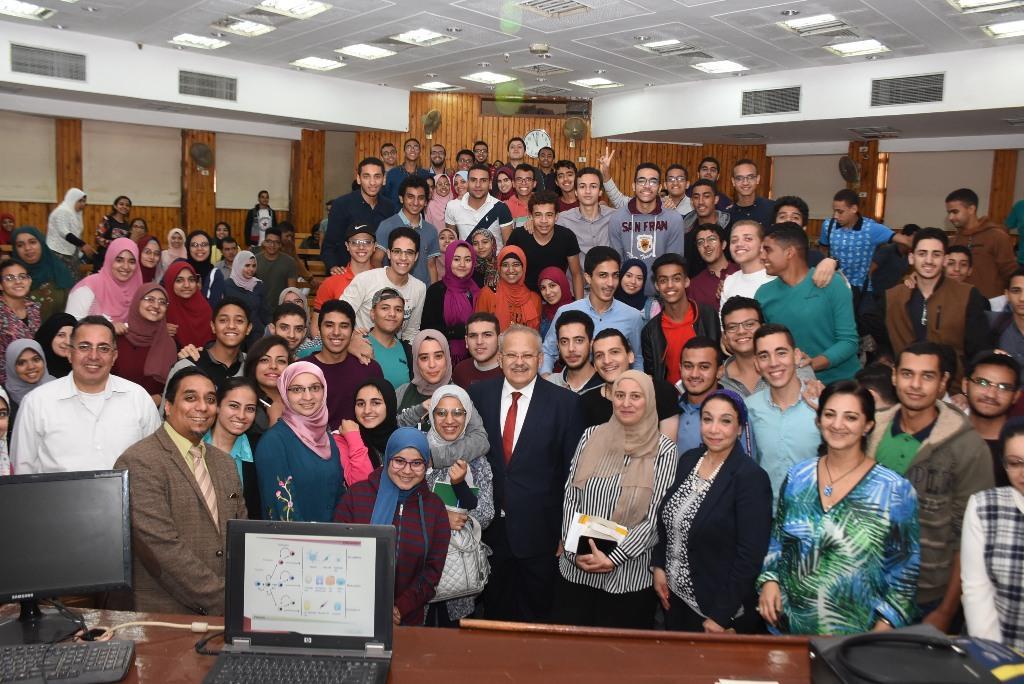 رئيس جامعة القاهرة يقوم بجولة بكلية الطب  (3)