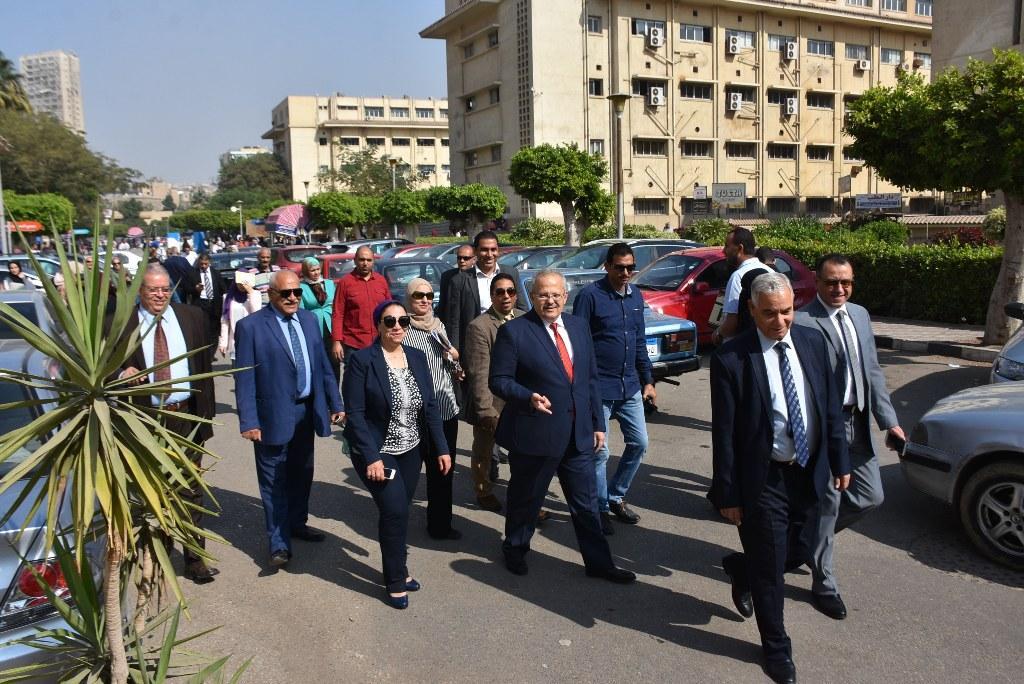 رئيس جامعة القاهرة يقوم بجولة بكلية الطب  (5)