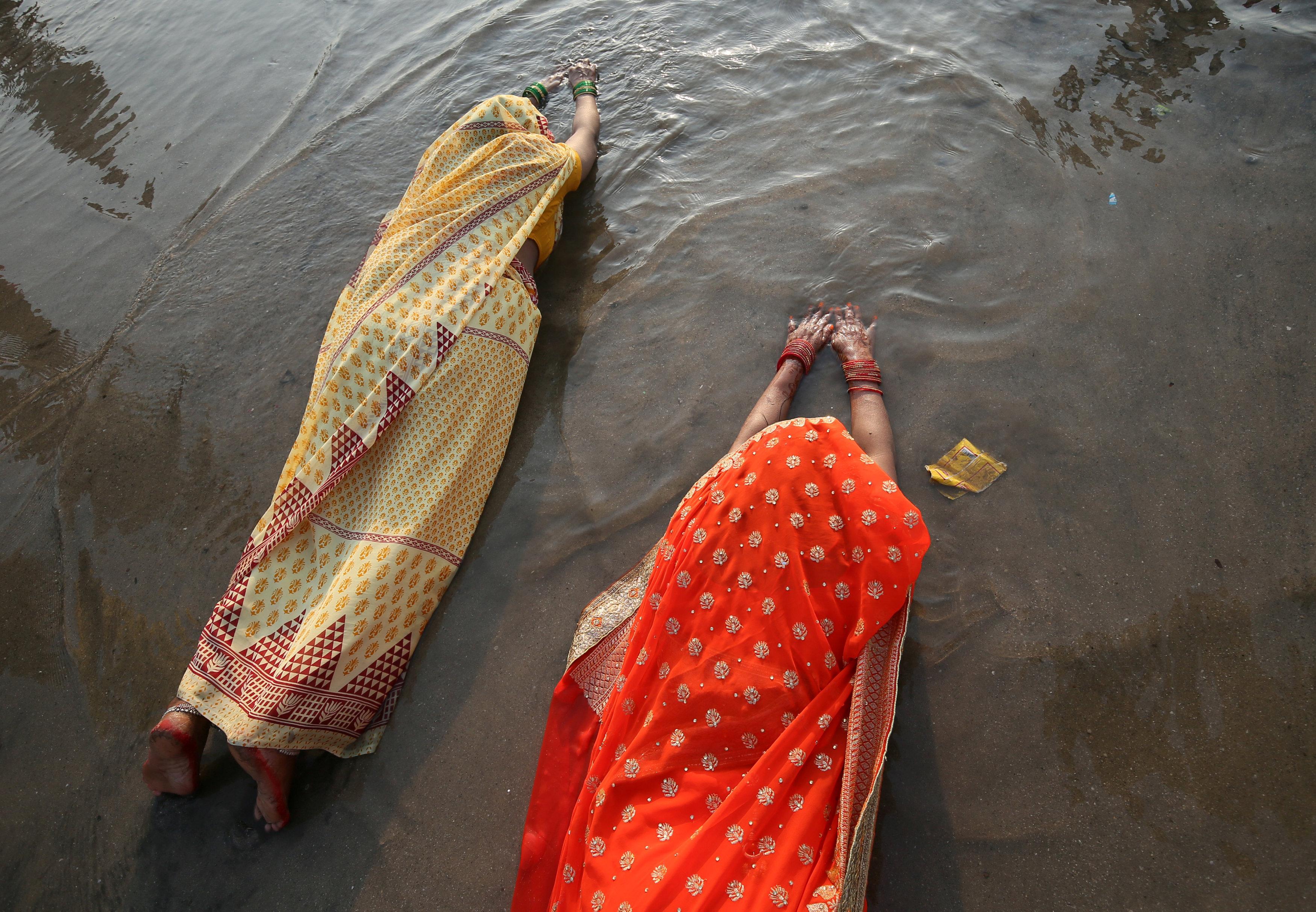 الصلاة عند النهر صباح 14 نوفمبر