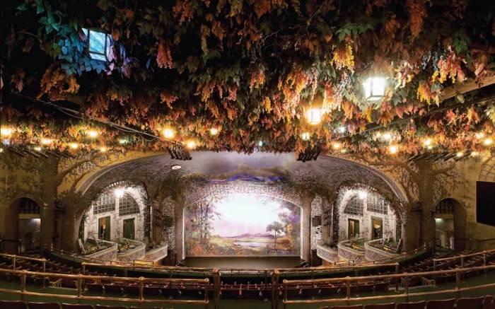 قاعة-مسرح-Winter-Garden-فى-كندا