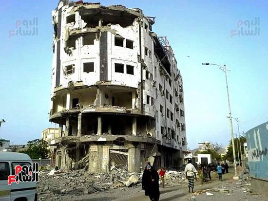 أحد-صور-الدمار-التى-خلفها-الحوثى-بعدن