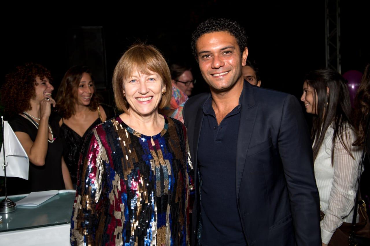 اسر ياسين مع اليزايبيث وايت مديرة المجلي الثقافي البريطاني