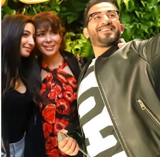 احمد حلمى ومنى زكى مع ابنتهما لى لى فى أول ظهور لها