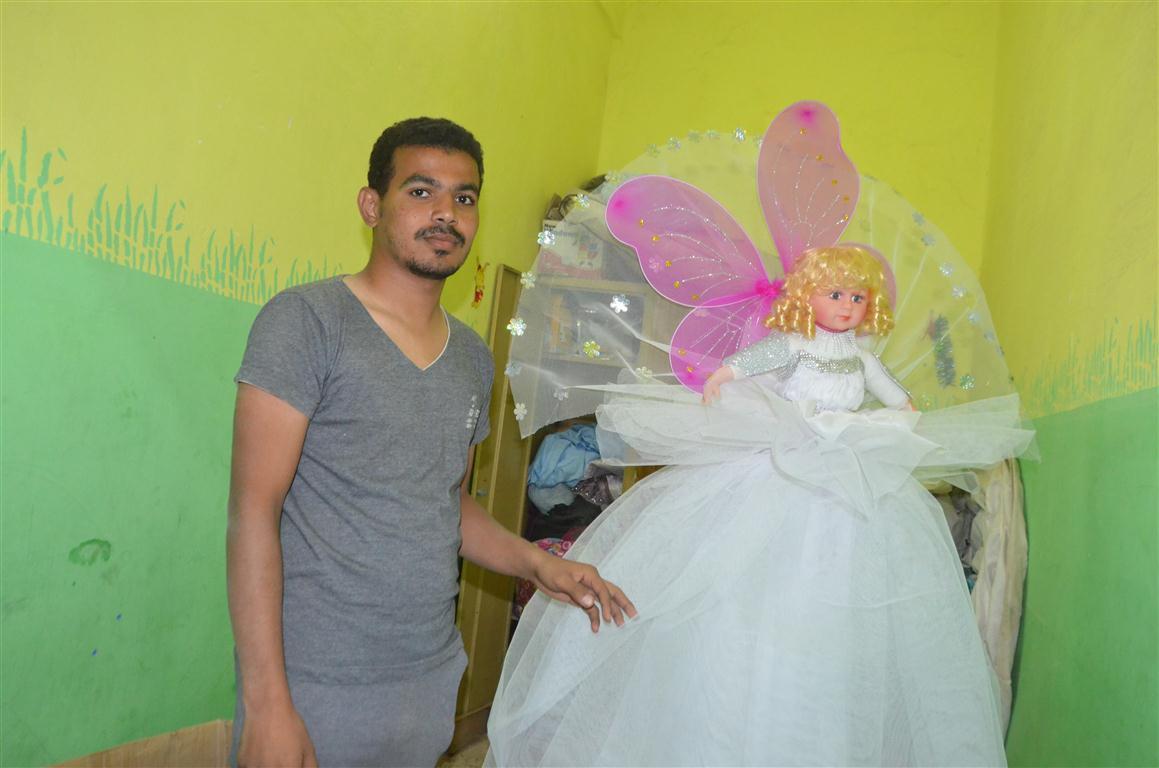 شاهد تصنيع العروسة والحصان بالسكر وعروسة المولد النبوي الشريف في قلب الصعيد (15)