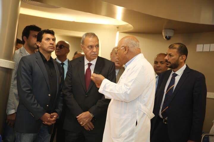وزير الشباب والرياضة ومحافظ قنا يزوران مستشفى شفاء الأورمان بالأقصر (3)