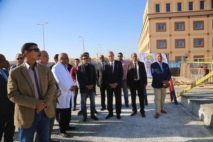 وزير الشباب والرياضة ومحافظ قنا يزوران مستشفى شفاء الأورمان بالأقصر (2)