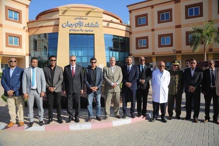 وزير الشباب والرياضة ومحافظ قنا يزوران مستشفى شفاء الأورمان بالأقصر (1)
