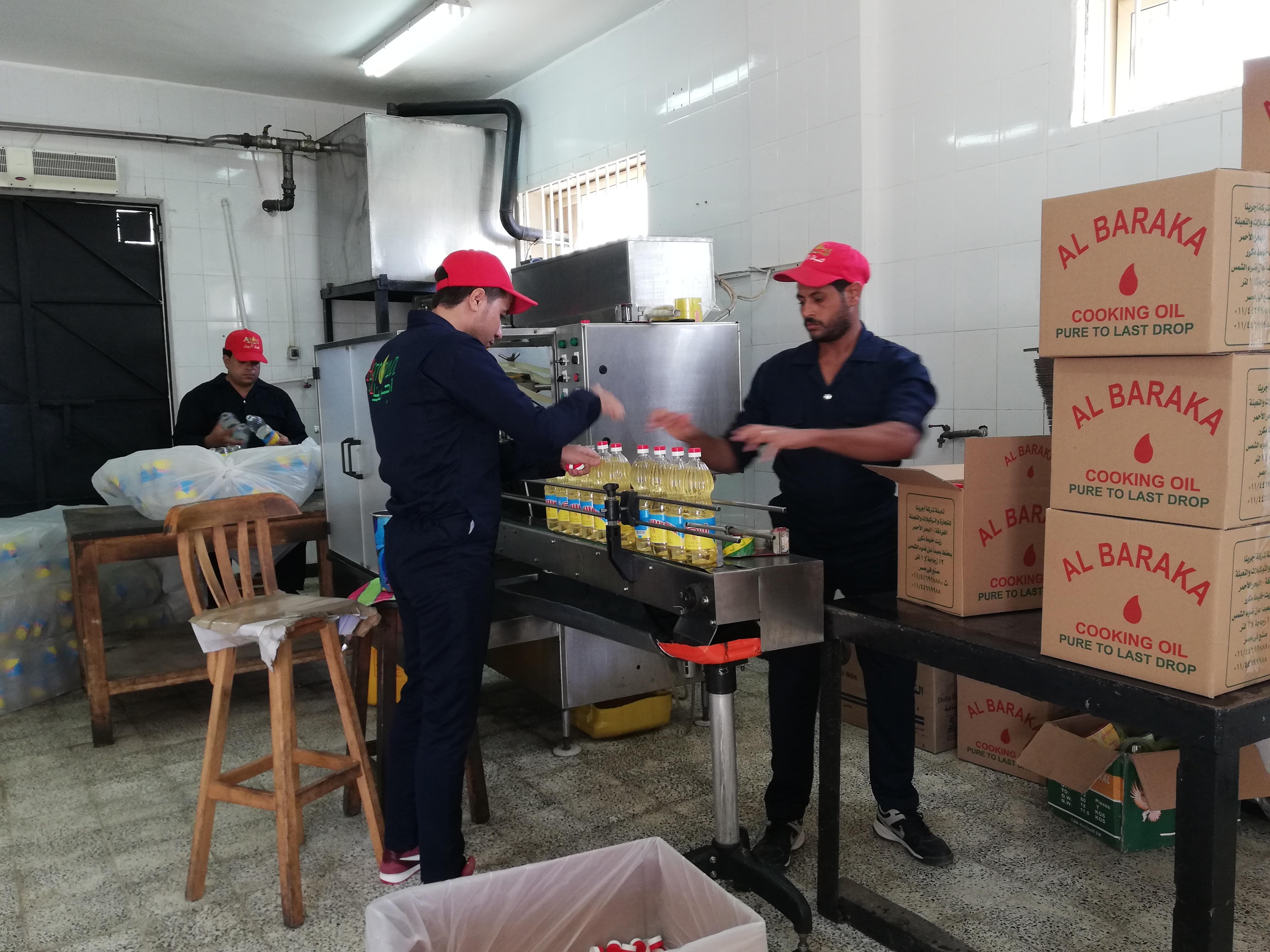 رانيا المهدى، صاحبة مصنع لتعبئة الزيوت بمدينة الغردقة (5)