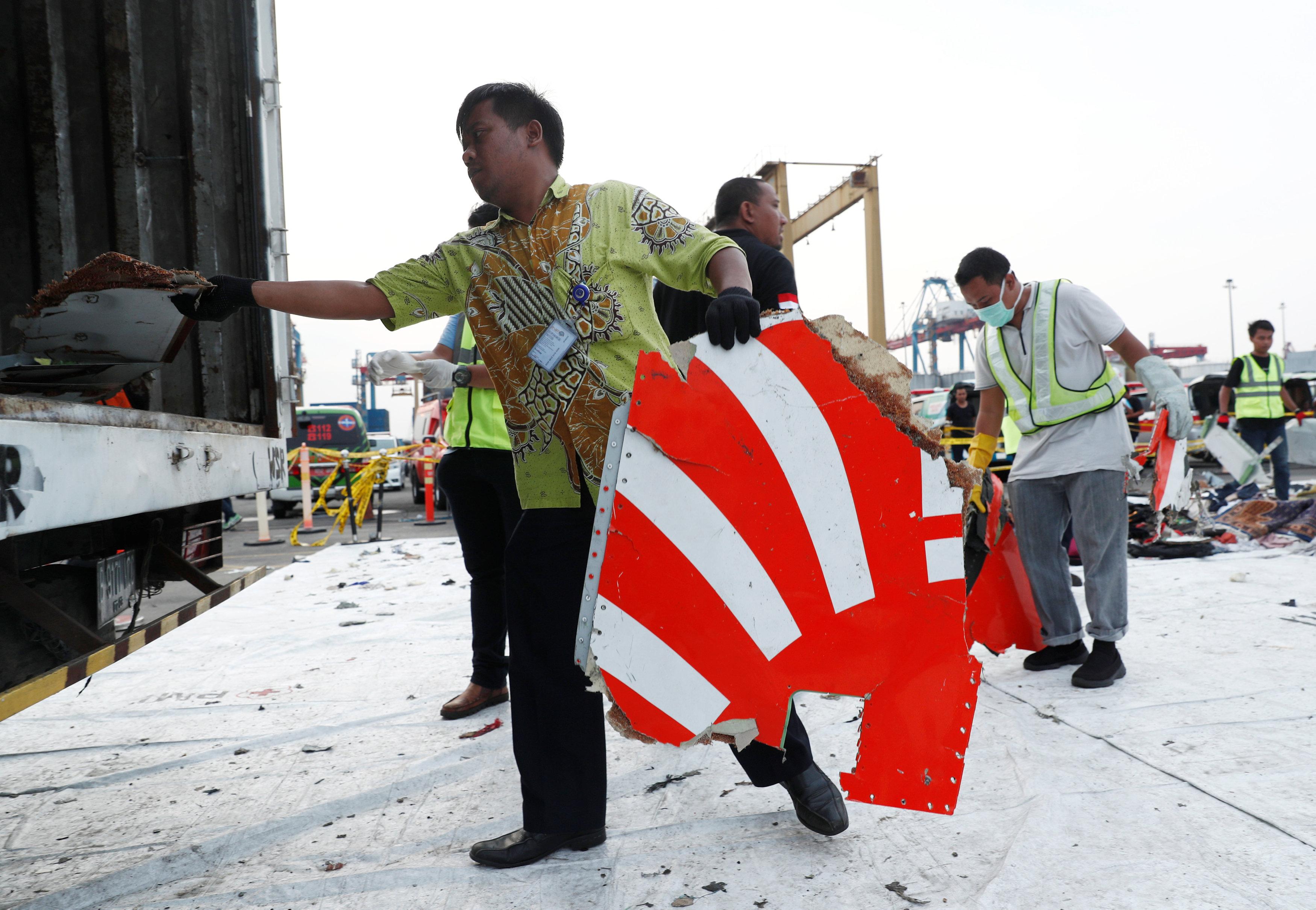 طائرة إندونيسيا المنكوبة (15)