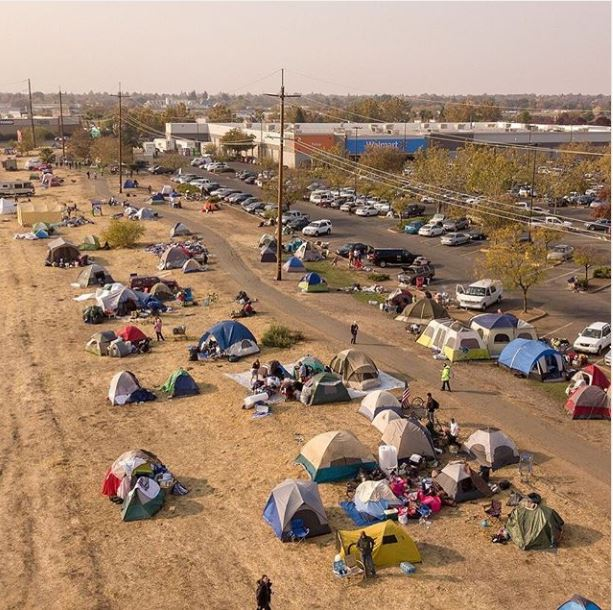 سكان كاليفورنيا فى المخيمات (1)