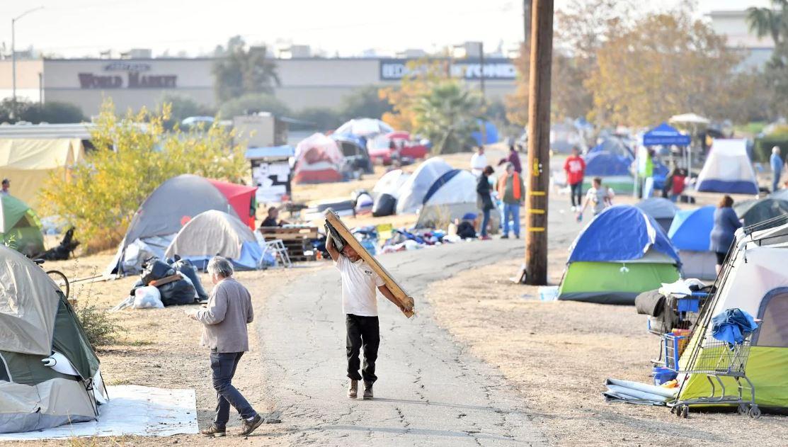 سكان كاليفورنيا فى المخيمات (3)