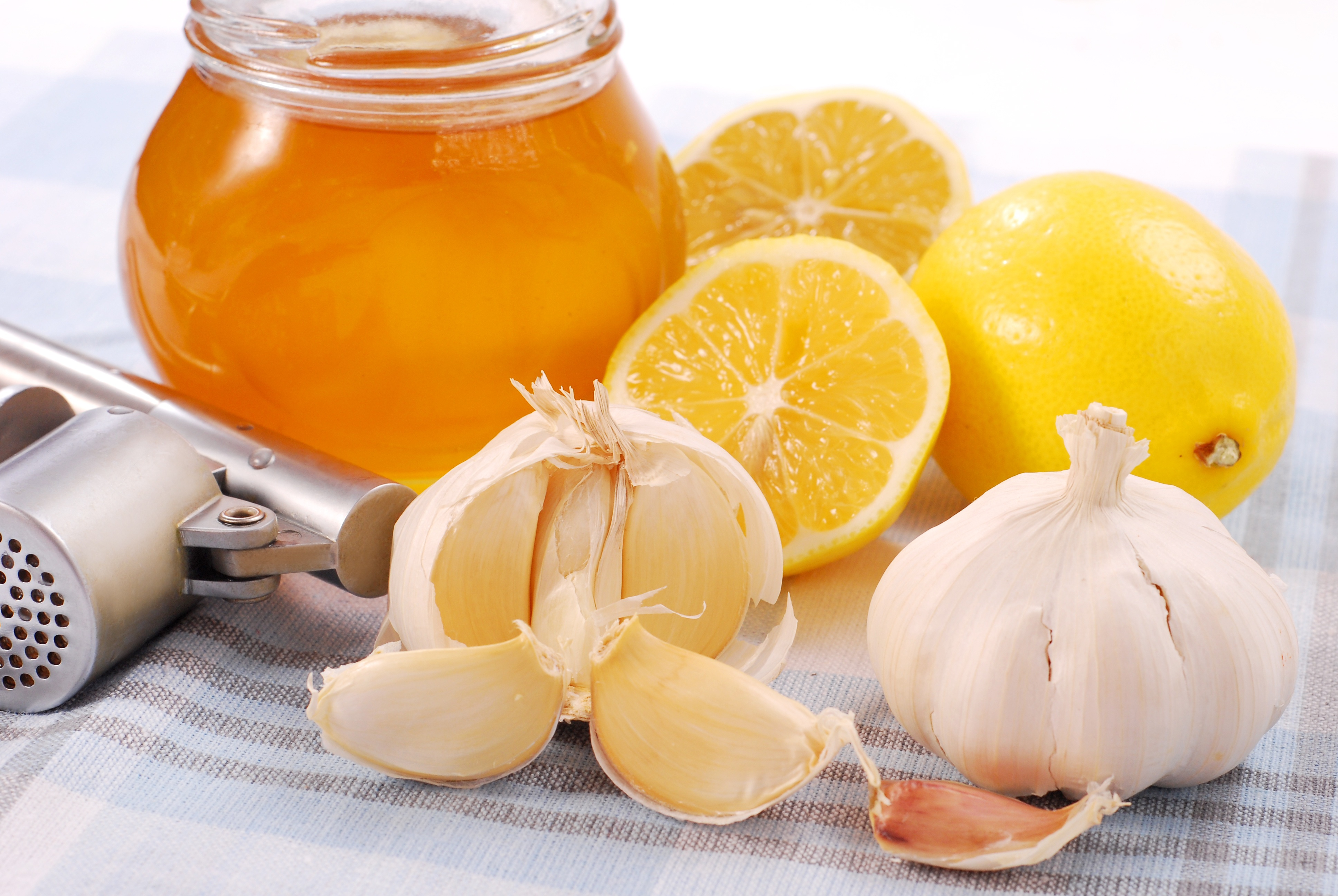 الثوم والعسل والليمون