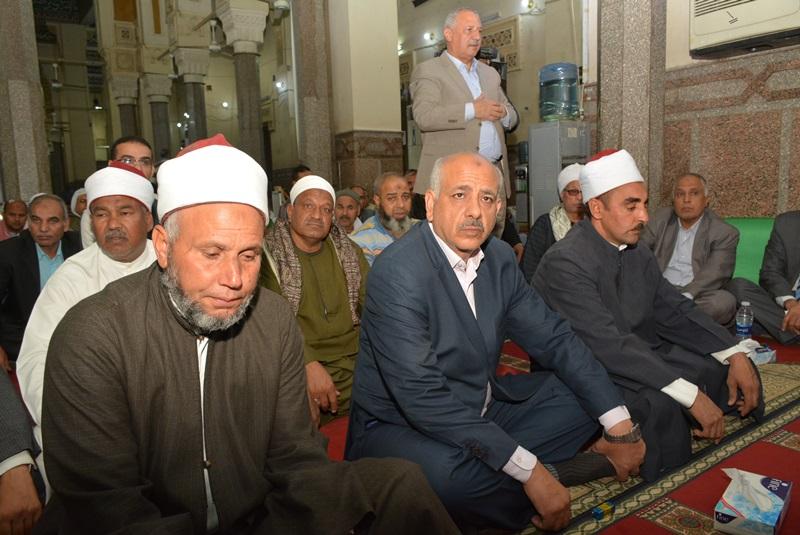 المحافظ يشهد احتفالية المولد النبوي بالعارف (2)