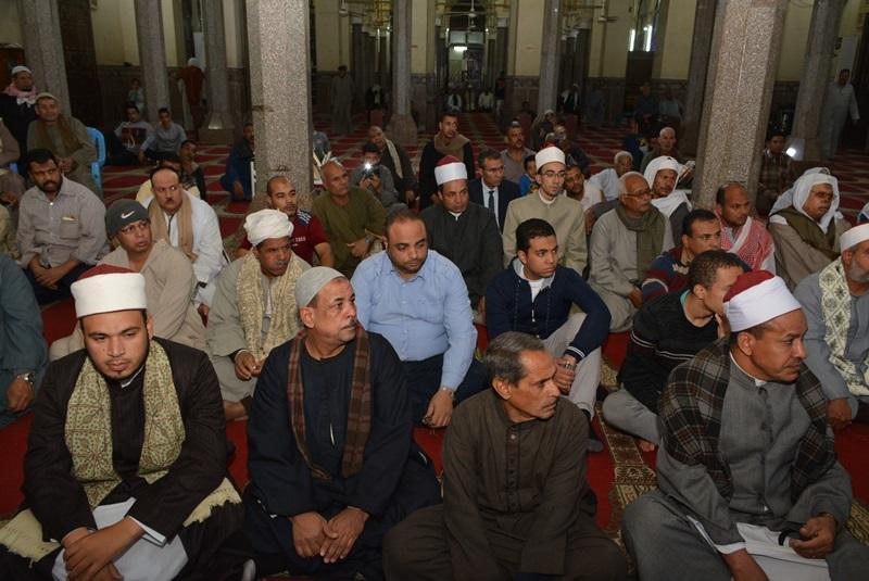 المحافظ يشهد احتفالية المولد النبوي بالعارف (7)