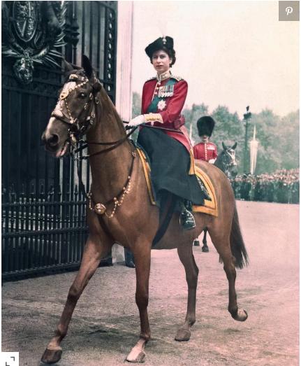 الملكة إليزابيث فى شبابها