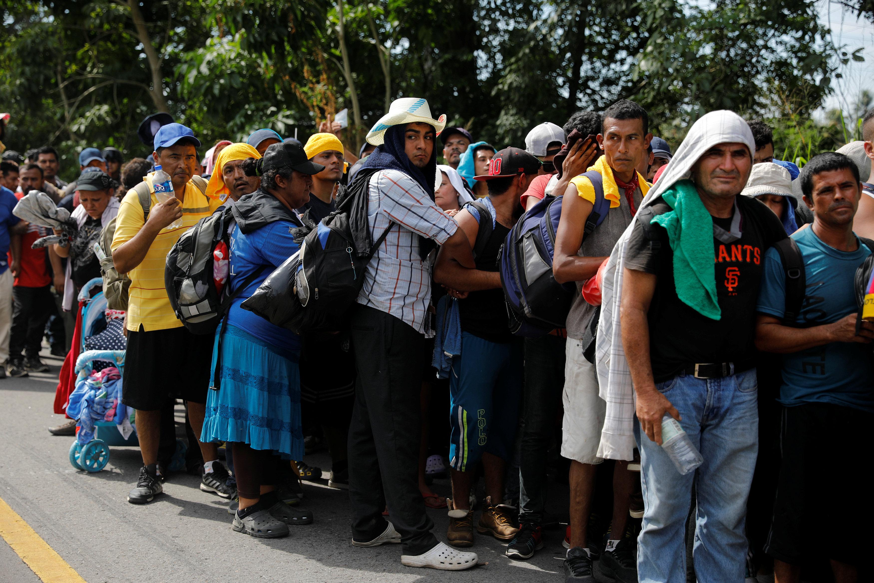 ألاف المهاجرين على الحدود بين المكسيك