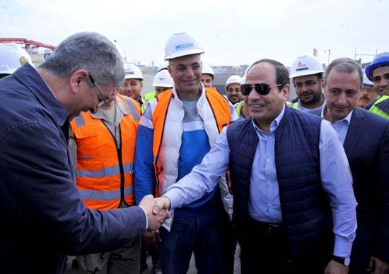 السيسى يتفقد مشروع أنفاق قناة السويس شمال الإسماعيلية (2)