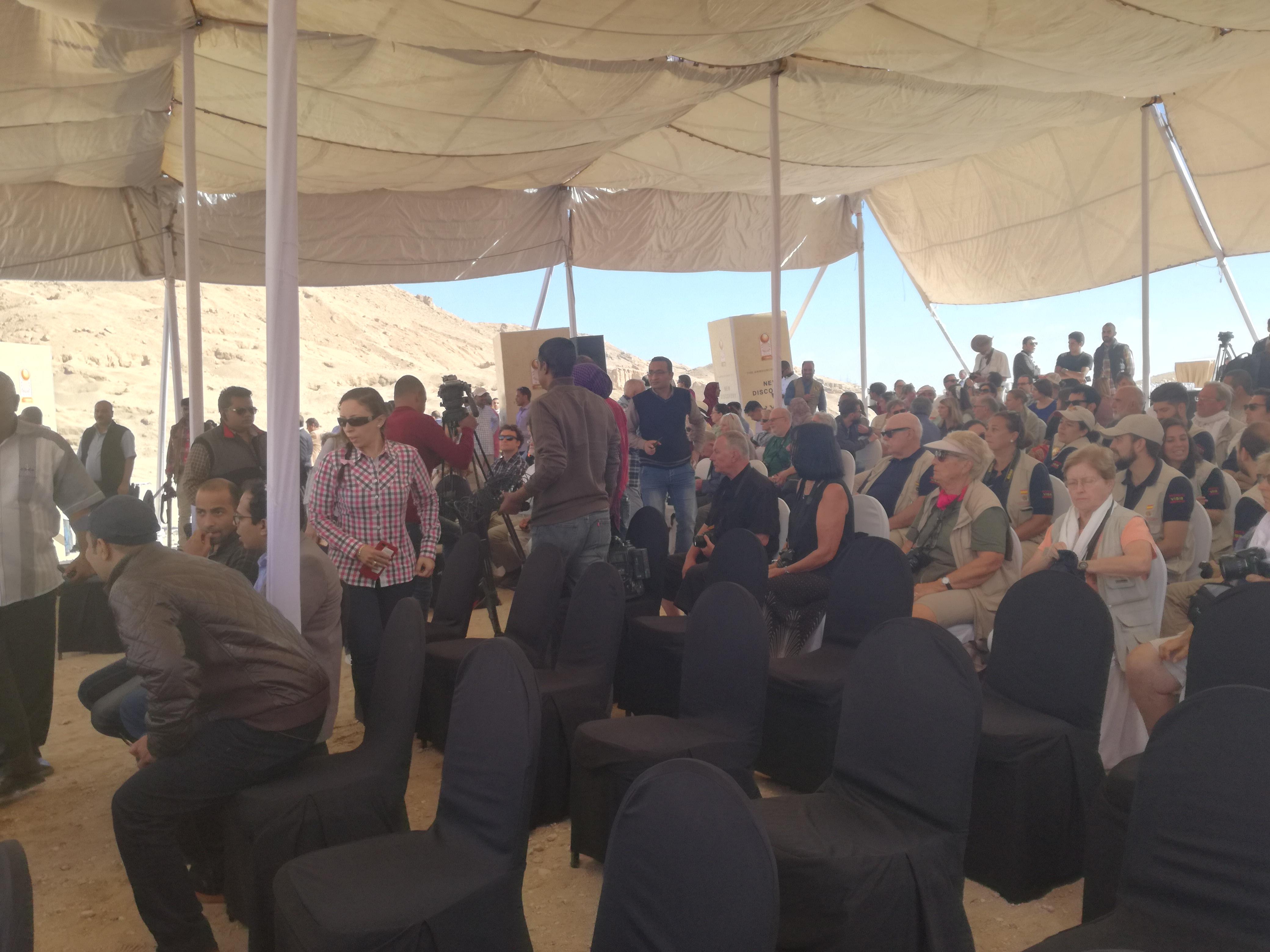 وصول وزير الآثار ومحافظ الأقصر للبر الغربي (3)