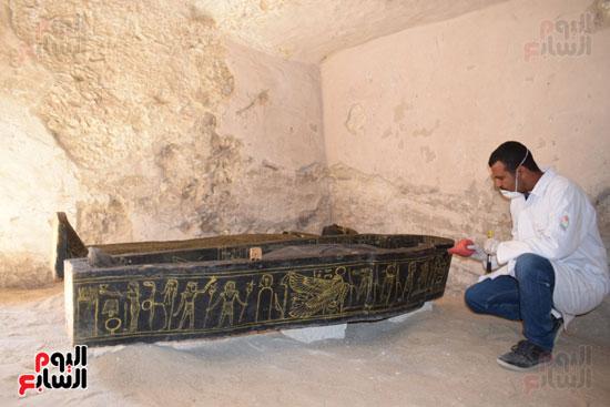 وزير الآثار يعلن اكتشاف مقبرة ثاو آر خت إف بالأقصر (7)