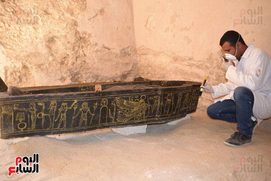 وزير الآثار يعلن اكتشاف مقبرة ثاو آر خت إف بالأقصر (8)