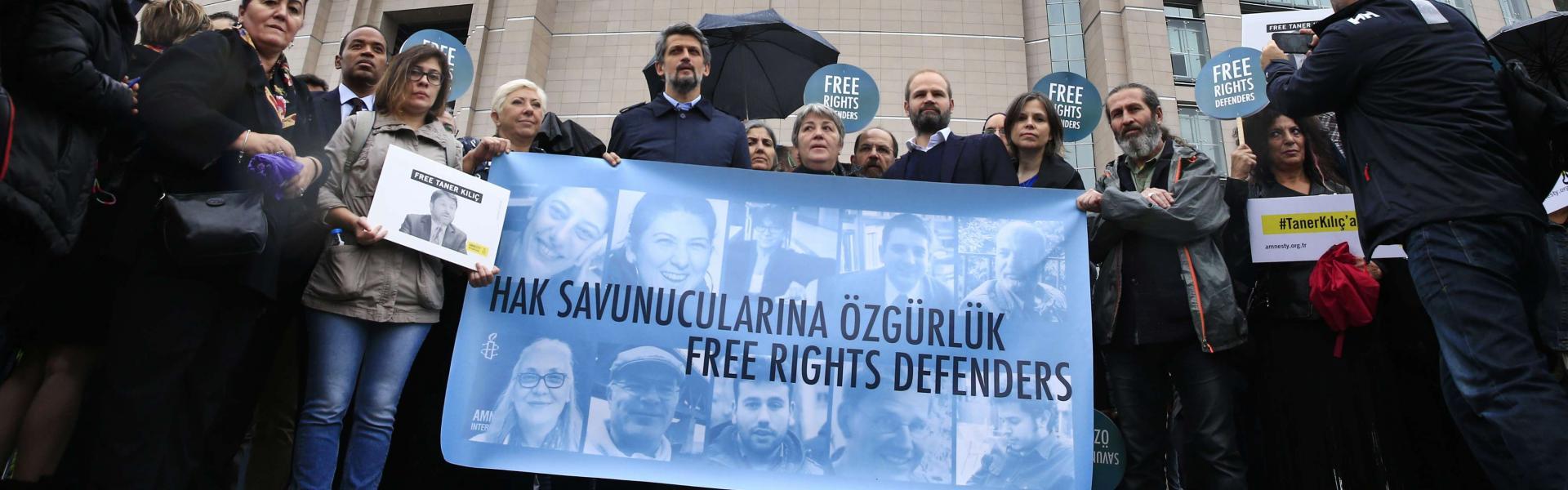 احتجاجات دولية ضد حملة الاعتقالات التركية