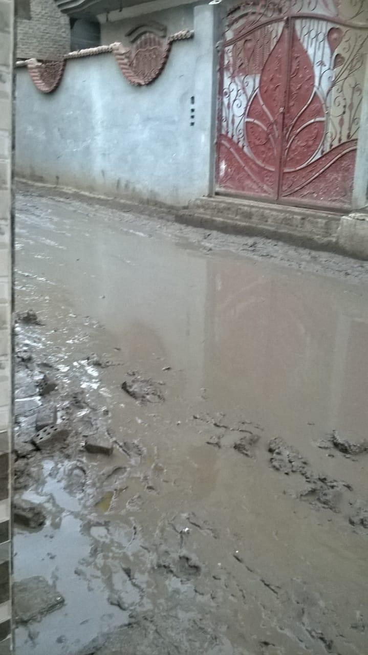 غرق شوارع ميت العز فى مياه الأمطار